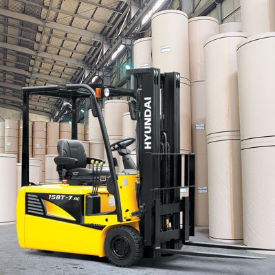Hyundai forklift working in the pulp and paper industry